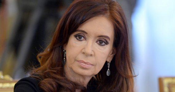 """Otra vez a tribunales. Cristina dijo que se presenta """"como siempre lo hice""""."""
