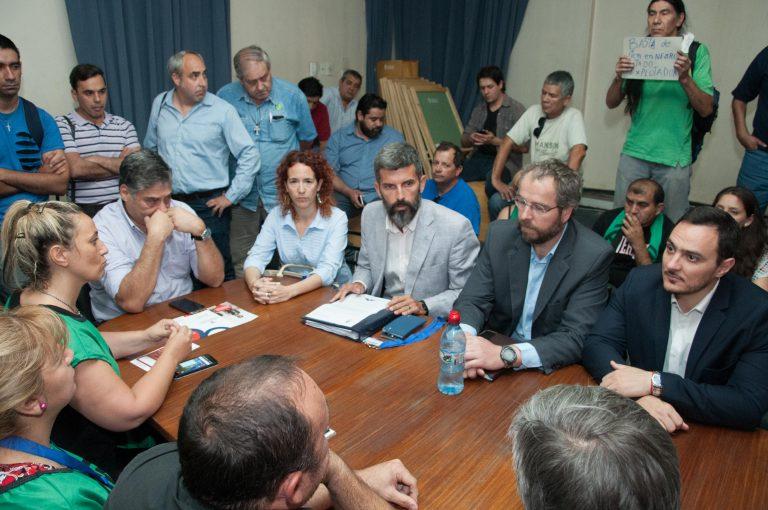 Paritarias: el Gobierno continúa las reuniones con los gremios estatales