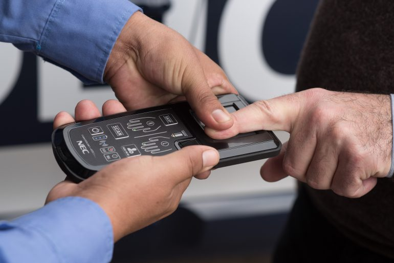 La Policía utiliza tecnología de última generación en controles viales y maniobras operativas