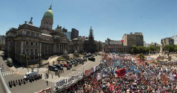 Macri busca aprobar la reforma previsional en otro día de tensión
