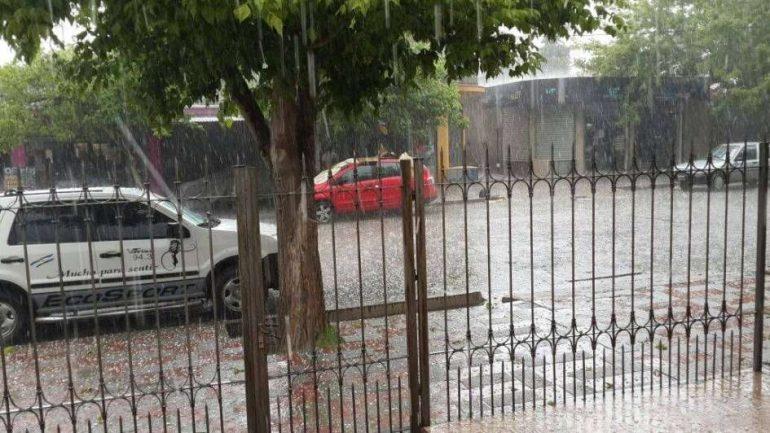 familias evacuadas luego de la tormenta de este jueves