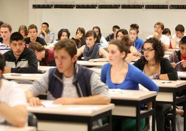 Los estudiantes de estos profesorados cobrarán una beca mensual de $7.400