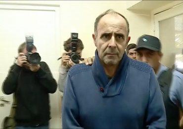 Desde que fue detenido, el empresario luce muy triste y con aspecto desmejorado.