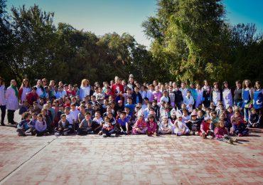 alumnos del Jardín Núcleo N°0-174 de el distrito El Peral, recibieron la visita de María José Di Marco, Virreina Nacional de la Vendimia y Romina Cardozo, Virreina Departamental
