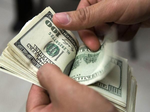 La divisa estadounidense tuvo un pequeño incremento gracias a la intervención de los bancos oficiales.