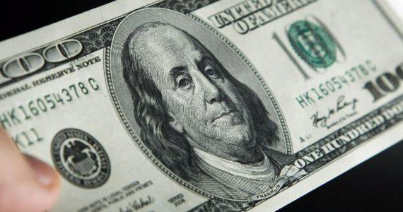 La divisa estadounidense no para su tendencia alcista en el inicio de la semana.