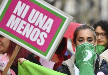 Multitudinaria marcha en Mendoza por #NiUnaMenos. Foto: Horacio Altamirano. MENDOZA Una multitud en la marcha por el aniversario de #NiUnaMenos