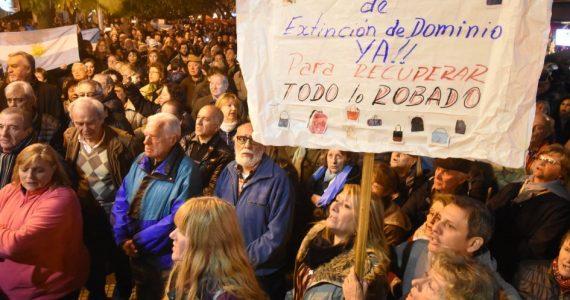 Miles de maifestantes contra CFK y por la ley de dominio