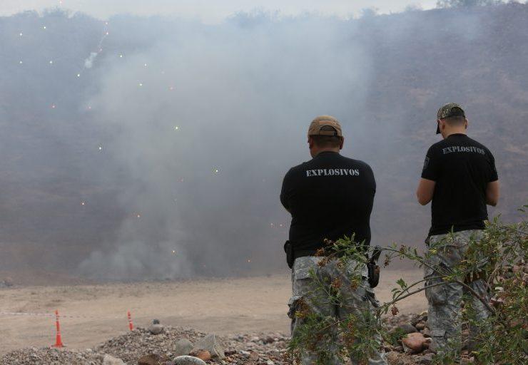 Procedimiento. Luego del secuestro, la pirotecnia es quemada. Prensa Gobierno de Mendoza