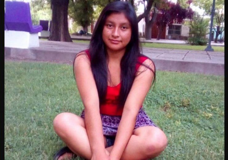Anabel Mamani Reyna tiene 17 años y fue vista por última vez el domingo pasado en un parque de diversiones.