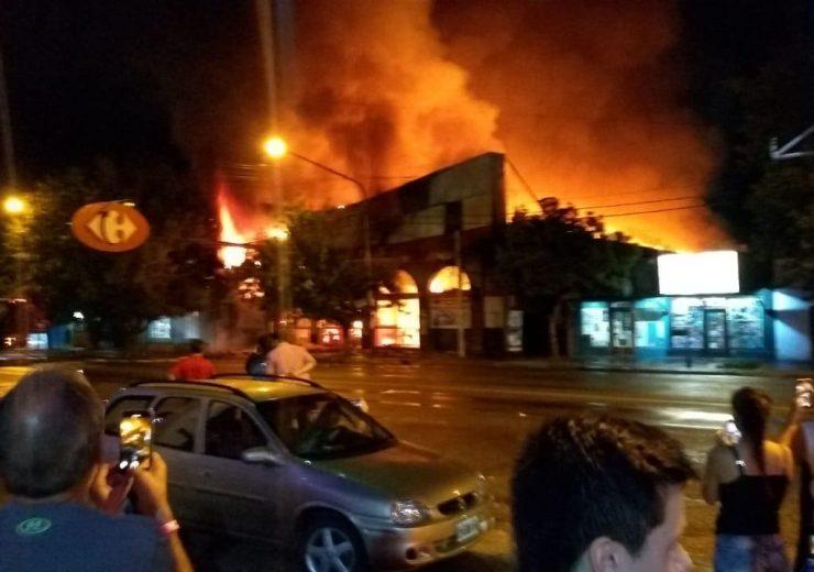 Incendio Carrefour Tunuyán