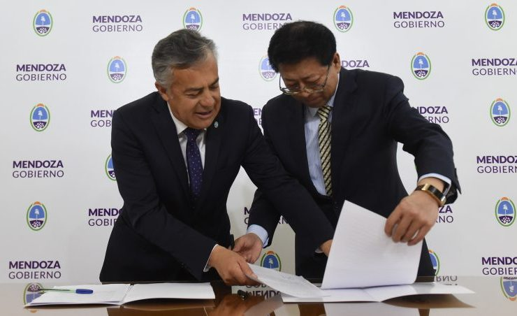 El Gobernador firmó un convenio con el vicegobernador de Qinghai que permitirá la concreción de diferentes proyectos en la provincia.